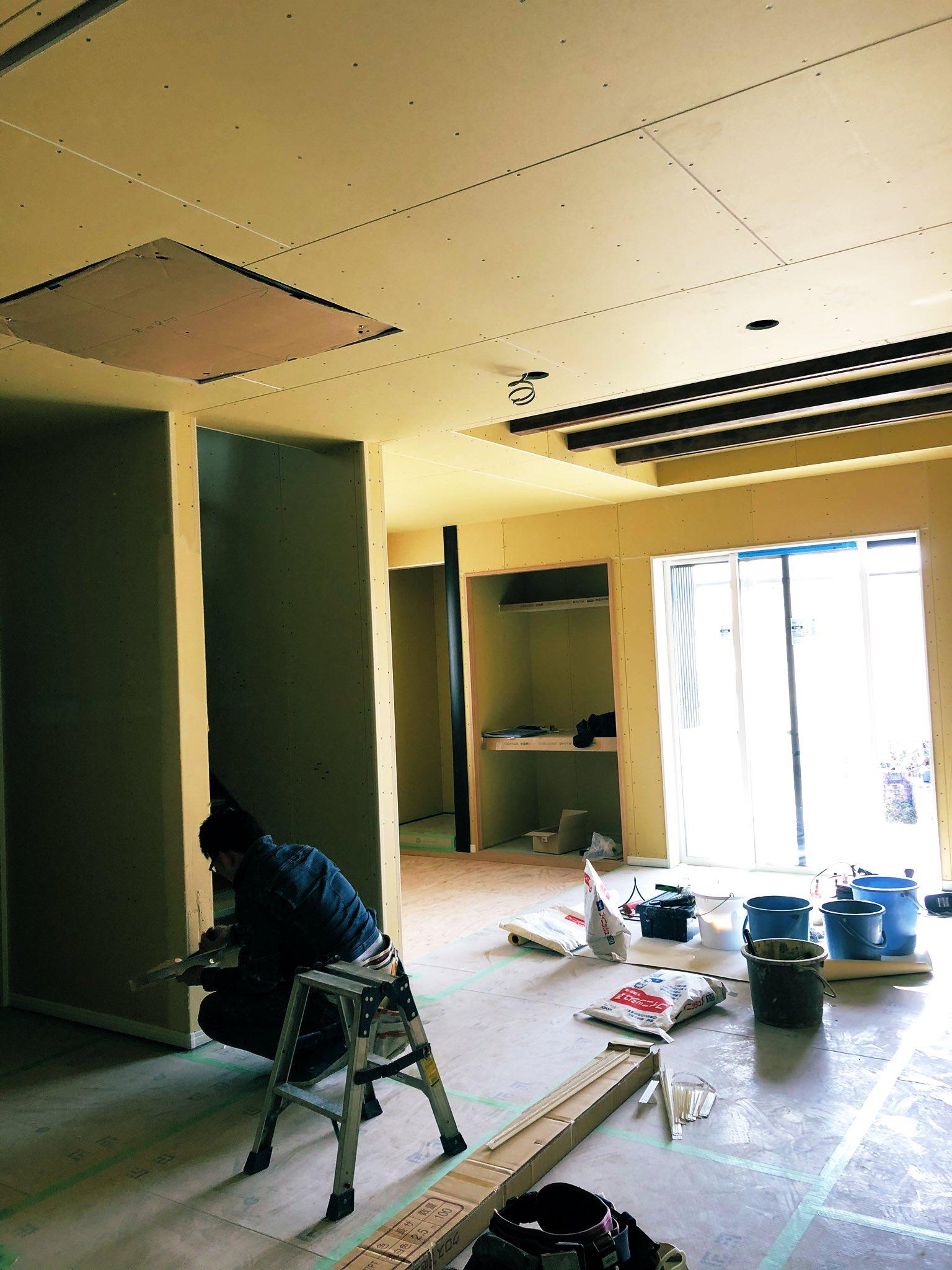 現場 足場解体 壁紙仕上げ 木製フェンス ウッドデッキへ進んでいます 完成が待ち遠しんだ 公式スタッフブログ ひまわり工房 有限会社ひまわり工房